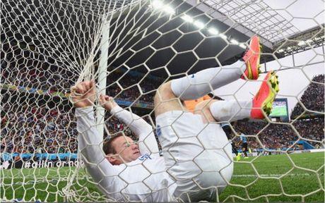 Chum anh: 10 khoanh khac 'den toi' nhat cua Wayne Rooney o DT Anh - Anh 4