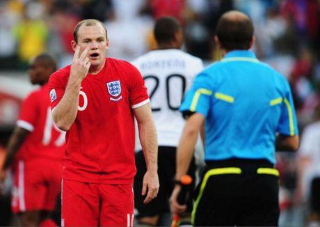 Chum anh: 10 khoanh khac 'den toi' nhat cua Wayne Rooney o DT Anh - Anh 6