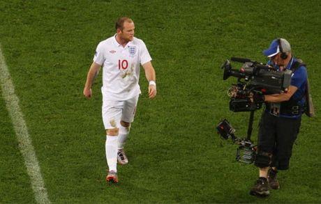 Chum anh: 10 khoanh khac 'den toi' nhat cua Wayne Rooney o DT Anh - Anh 7