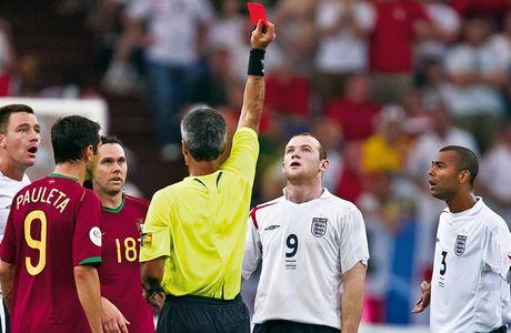 Chum anh: 10 khoanh khac 'den toi' nhat cua Wayne Rooney o DT Anh - Anh 9