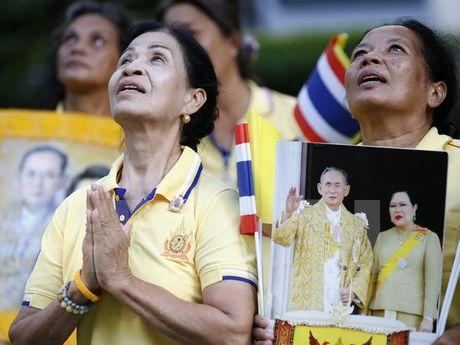 Cac thanh vien Hoang gia Thai Lan tap trung o benh vien - Anh 1