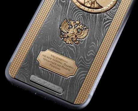 Putin nhan iPhone ai quoc, tang Tap Can Binh smartphone Nga - Anh 4
