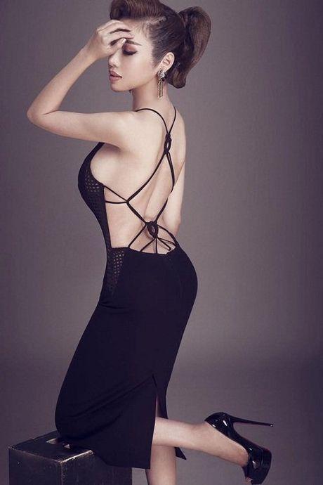Khong can bikini cung it nguoi vuot duoc nguc 'khung' cua Elly Tran - Anh 5