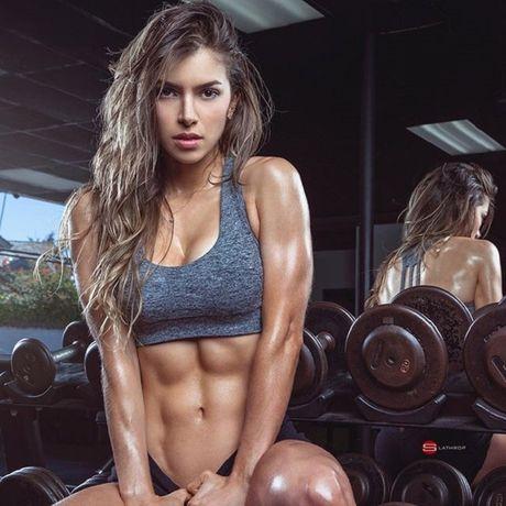 'Nu than phong gym' khien 6 trieu fan me met vi qua sexy - Anh 1