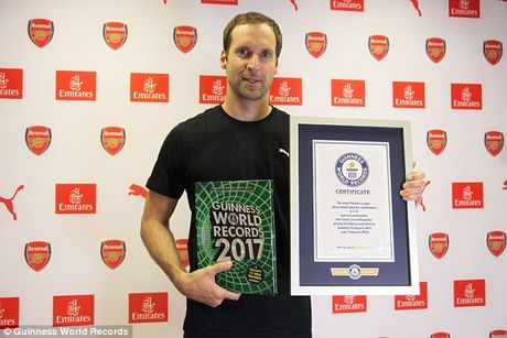 Thu thanh Petr Cech va Leicester City di vao sach ky luc Guinness - Anh 1