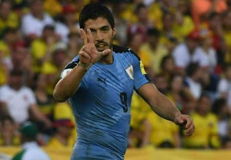 Luis Suarez san bang ki luc cua Hernan Crespo - Anh 1