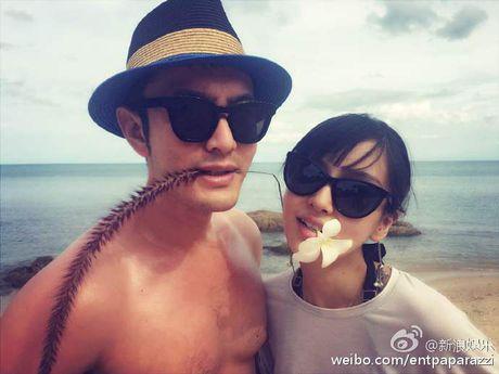 Huynh Hieu Minh dua vo bau Angelababy di nghi duong - Anh 5