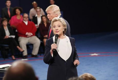 Donald Trump bi Clinton dan 8 diem sau cuoc tranh luan - Anh 1