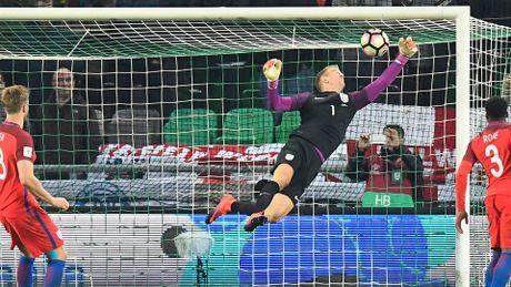"Slovenia 0-0 Anh: ""Thanh lam nen"" Joe Hart cuu roi tuyen Anh - Anh 1"