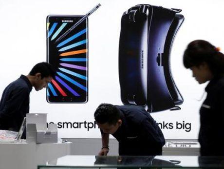 Samsung Galaxy Note 7 va 8 tuan dinh menh - Anh 1