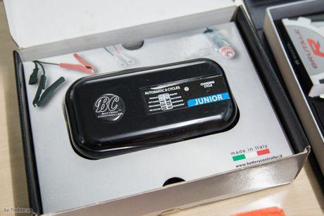 Bo phu tung di kem xe MV Agusta Brutale 1090 - co moc khoa, USB, thiet bi sac ac quy - Anh 2