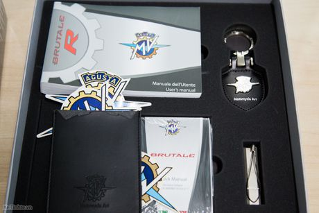 Bo phu tung di kem xe MV Agusta Brutale 1090 - co moc khoa, USB, thiet bi sac ac quy - Anh 3