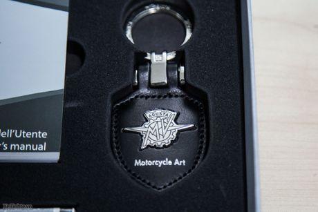 Bo phu tung di kem xe MV Agusta Brutale 1090 - co moc khoa, USB, thiet bi sac ac quy - Anh 4