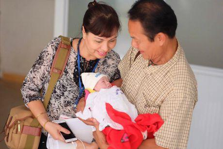 Hong Que sinh con gai dau long - Anh 1