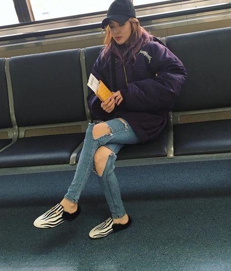Sao Han 12/10: Dara quan rach tan nat, Kim Sae Ron cang lon cang sanh dieu - Anh 5