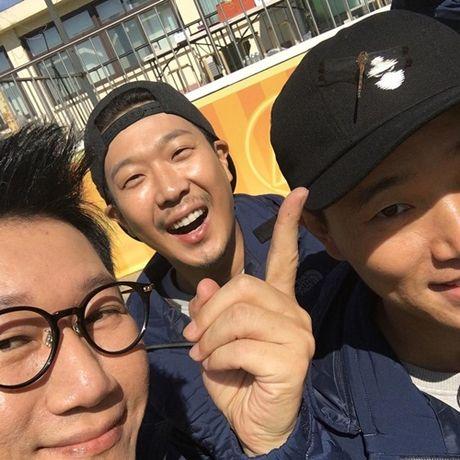 Sao Han 12/10: Dara quan rach tan nat, Kim Sae Ron cang lon cang sanh dieu - Anh 6