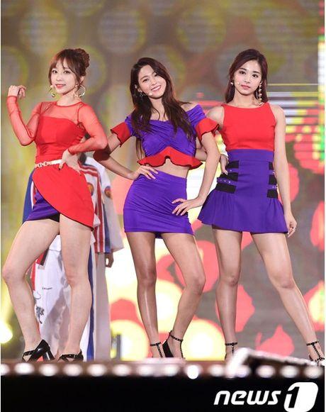 Fan dung photoshop doi mau bo canh loe loet cua 3 nu than Kpop - Anh 1