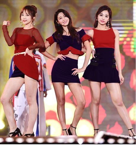 Fan dung photoshop doi mau bo canh loe loet cua 3 nu than Kpop - Anh 2