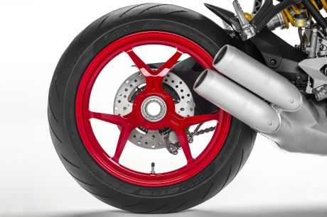 Ducati ra mat Supersport menh danh 'Ong vua' duong pho - Anh 4