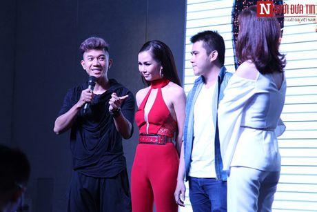 Vo Ha Tram pha bo moi gioi han an toan bang MV 'Chay' - Anh 10