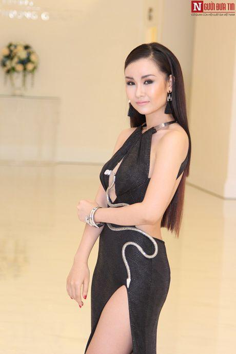 Vo Ha Tram pha bo moi gioi han an toan bang MV 'Chay' - Anh 4