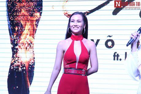 Vo Ha Tram pha bo moi gioi han an toan bang MV 'Chay' - Anh 8
