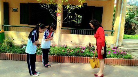 Xuong cap ve van hoa trong truong hoc: Chap nhan hay dau tranh? - Anh 1