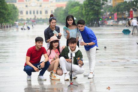 Thoai mai the hien muon sac thai voi op lung ca tinh va gay selfie da nang - Anh 4