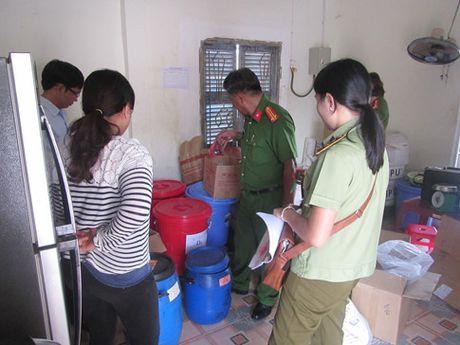 Binh Thuan: Phat hien co so san xuat tuong ot voi nhieu chat la - Anh 1