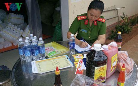 Binh Thuan: Phat hien co so san xuat tuong ot voi nhieu chat la - Anh 2
