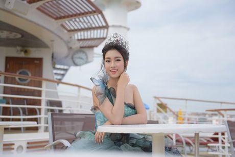 Hoa hau Do My Linh xinh nhu cong chua trong chuyen xuat ngoai dau tien - Anh 5
