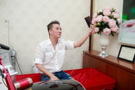 Dam Vinh Hung duoc moi nguoi goi la 'sieu nhan' - Anh 1