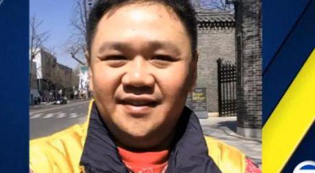 Minh Beo khong tu tu, dang lam phu bep trong nha tu My - Anh 1