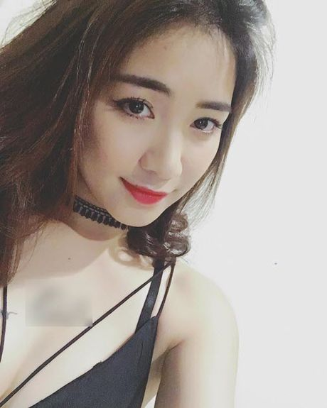1 thang sau chia tay, Hoa Minzy co xoa hinh xam ten Cong Phuong? - Anh 2