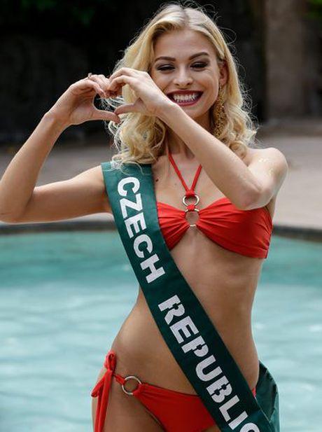 Nam Em trinh dien bikini cuon hut cung cac nguoi dep tai Miss Earth - Anh 11