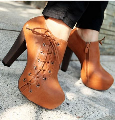 Thu den roi, sam ngay ankle boots thoi - Anh 1