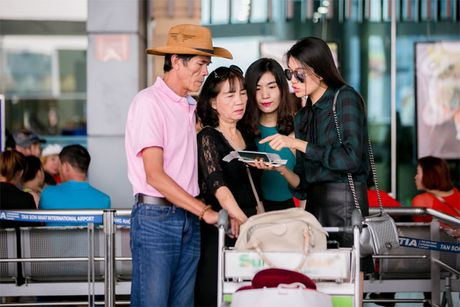 A hau Le Hang chinh thuc song mot minh - Anh 1
