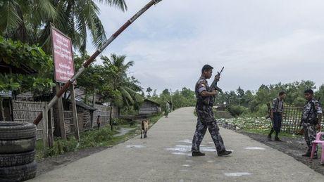 Bao loan bung phat o Myanmar, 12 nguoi thiet mang - Anh 1