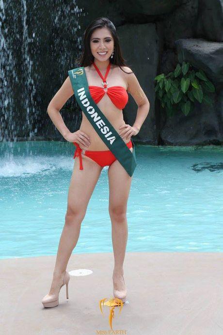 Nam Em dien bikini, khoe dang ben dan thi sinh Miss Earth - Anh 10