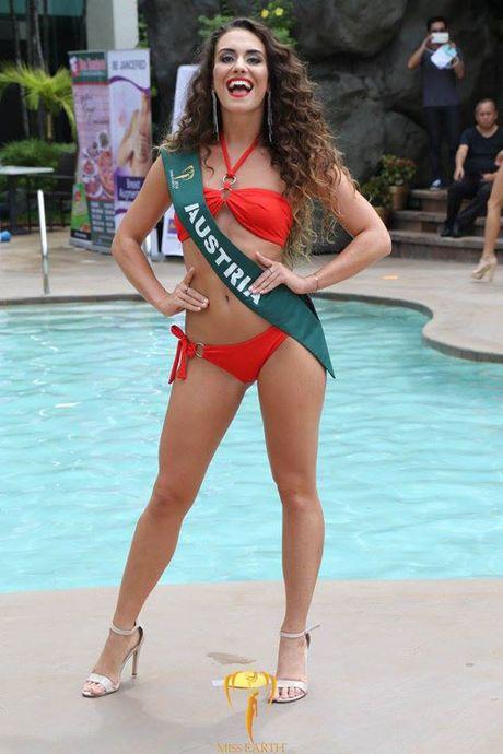 Nam Em dien bikini, khoe dang ben dan thi sinh Miss Earth - Anh 13