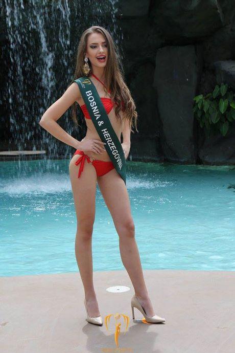 Nam Em dien bikini, khoe dang ben dan thi sinh Miss Earth - Anh 17