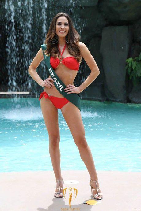 Nam Em dien bikini, khoe dang ben dan thi sinh Miss Earth - Anh 18