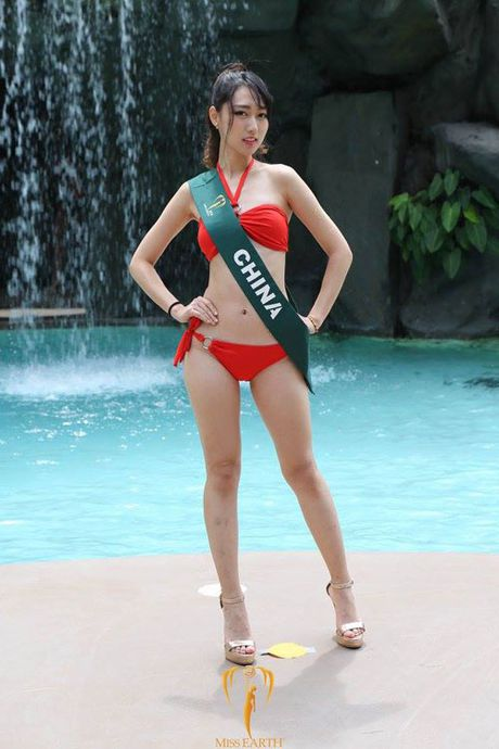 Nam Em dien bikini, khoe dang ben dan thi sinh Miss Earth - Anh 21