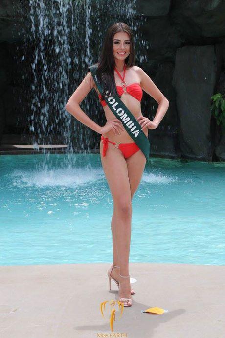 Nam Em dien bikini, khoe dang ben dan thi sinh Miss Earth - Anh 22