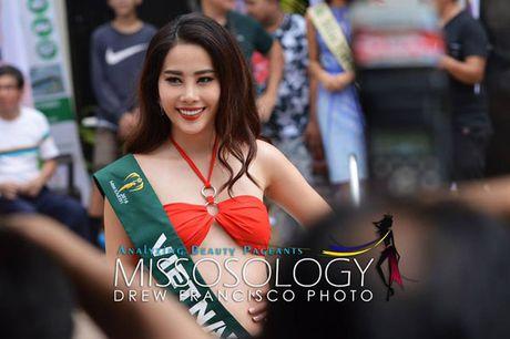 Nam Em dien bikini, khoe dang ben dan thi sinh Miss Earth - Anh 3