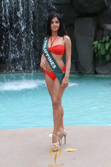 Nam Em dien bikini, khoe dang ben dan thi sinh Miss Earth - Anh 4