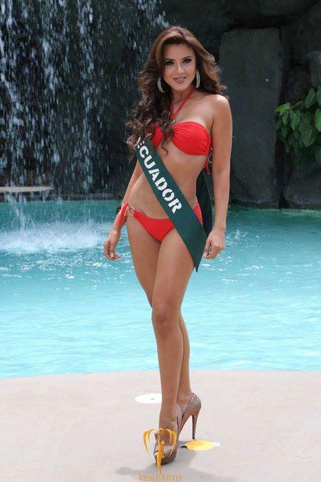 Nam Em dien bikini, khoe dang ben dan thi sinh Miss Earth - Anh 5
