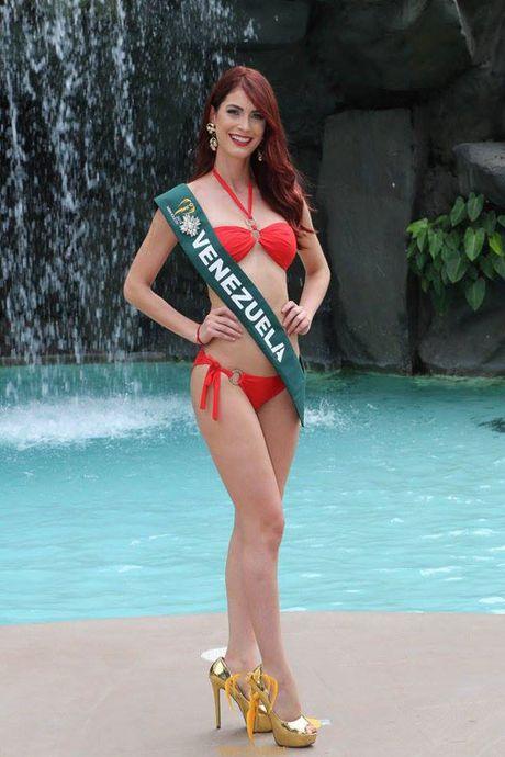 Nam Em dien bikini, khoe dang ben dan thi sinh Miss Earth - Anh 6