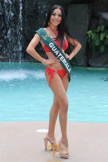 Nam Em dien bikini, khoe dang ben dan thi sinh Miss Earth - Anh 8