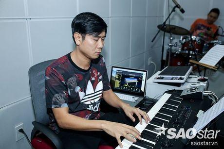 Dong Nhi - Ong Cao Thang doi mua tap luyen cho hoc tro truoc Liveshow 5 - Anh 7